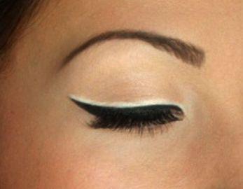 Double revêtement blanc eye-liner noir