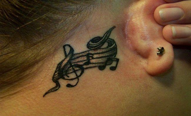 Oreilles-tatouages