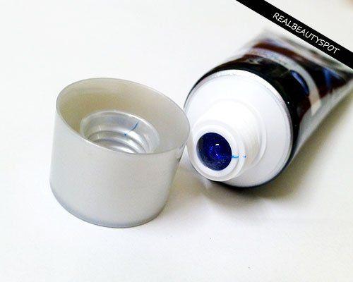 CLOSEUP DIAMOND ATTRACTION WHITE POWER avec la technologie BLEU CLAIR