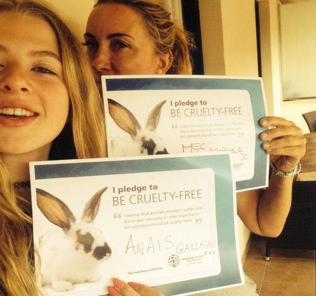 Fotografía - Meg Mathews & Anaïs Gallagher Dire non aux tests cosmétiques