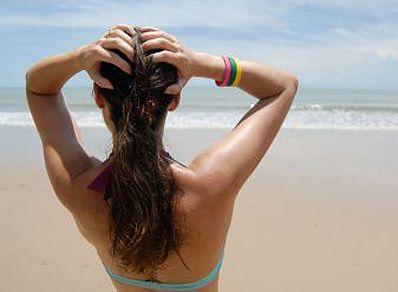 Fotografía - Protégez votre cuir chevelu et des cheveux en vacances